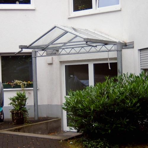 Vordach für Mehrfamilienhaus
