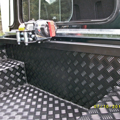 Blechverkleidung für einen Jeep aus Alublech