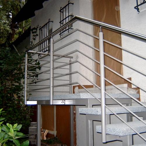 Treppe mit Natursteinstufen