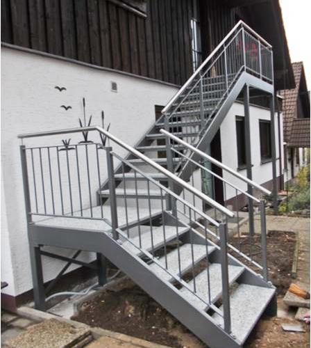Treppenanlage für einen OG Zugang